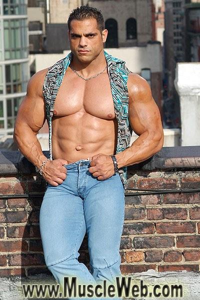 Bodybuilding Junction: David hughes is huge!
