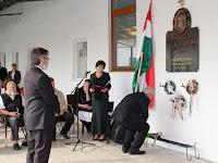 14 Koszorúzás gróf Esterházy János emléktáblája előtt.JPG