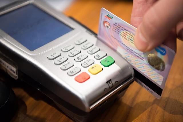 Personas que pagan con tarjeta deben presentar documento de identidad