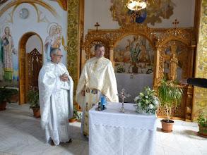 Photo: Rou2C29-151004Targa Mures, Pères Patrick & Farcas, chœur préparé pour un baptême P1040064
