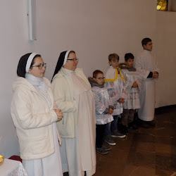 26.XI.2017 - przyjęcie do Eucharystycznego Ruchu Młodych oraz Siostry Dominikanki w parafii
