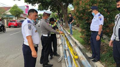 Antisipasi Parkir Liar, Dishub dan Polres Payakumbuh Pasang Pembatas Jalan