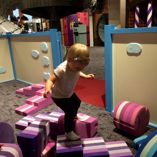 lapsiparkki leikkipaikka leikkiasema kokemuksia taapero taaperon kanssa shoppailu kaupassa Itis Itäkeskus