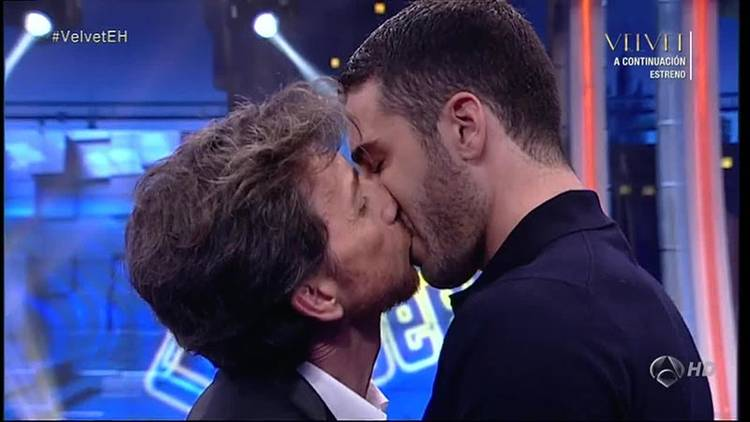 Pablo Motos besó a Miguel Ángel Silvestre en un programa