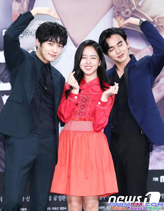 Yoo Seung Ho xấu hổ vì bắn tim quê mùa so với Kim So Hyun, L (Infinite) - Ảnh 5.