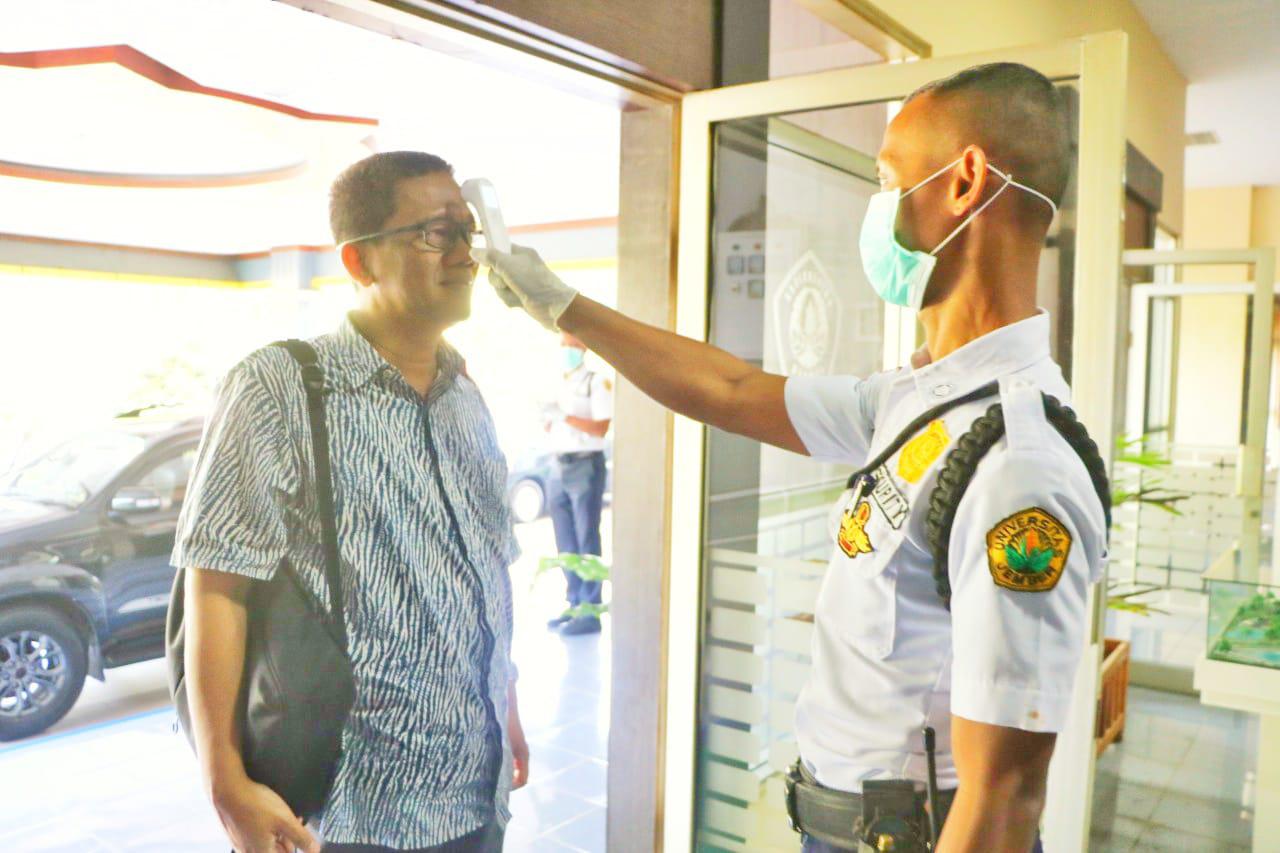 Masuk Kantor Pusat UNEJ Wajib Dites Suhu Tubuh