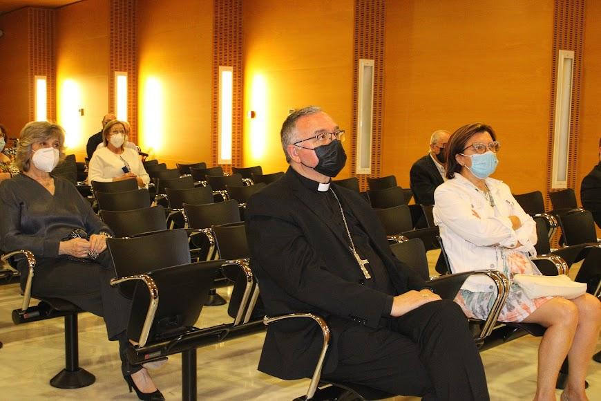 Gemma Pradal, el obispo Antonio Gómez Cantero y Laura Negrillo, Cristiana Socialista.