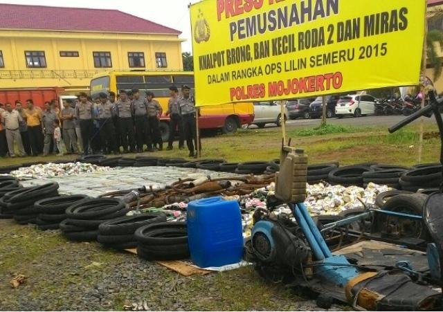 Polres Mojokerto Musnahkan Ribuan Liter Miras dan Knalpot Brong