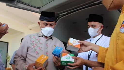 Ratusan Paket Bantuan Obat-obatan dari Presiden Joko Widodo Sampai di Padang