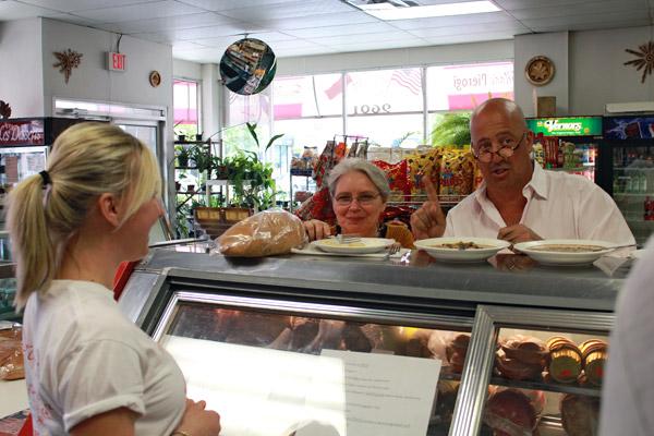 Andrew Zimmern from Bizarre Foods - 33_b.jpg