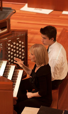 Linda Sweetman-Waters, organ. Photos by TOM HART/  FREELANCE PHOTOGRAPHER