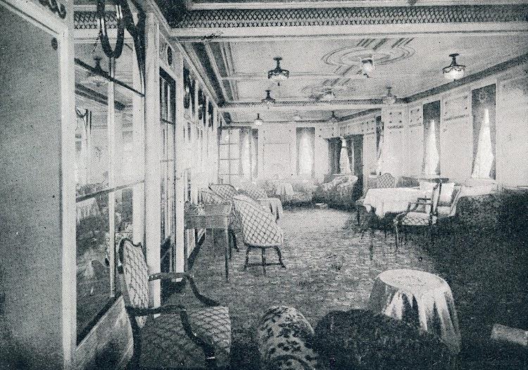 40-REINA VICTORIA EUGENIA. Salón de Musica. La Vida Maritima. Año 1914.jpg