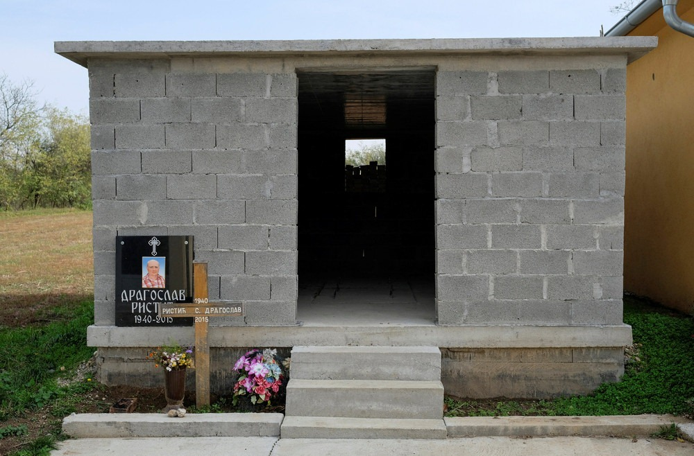 serbia-bungalow-cemeteries-5