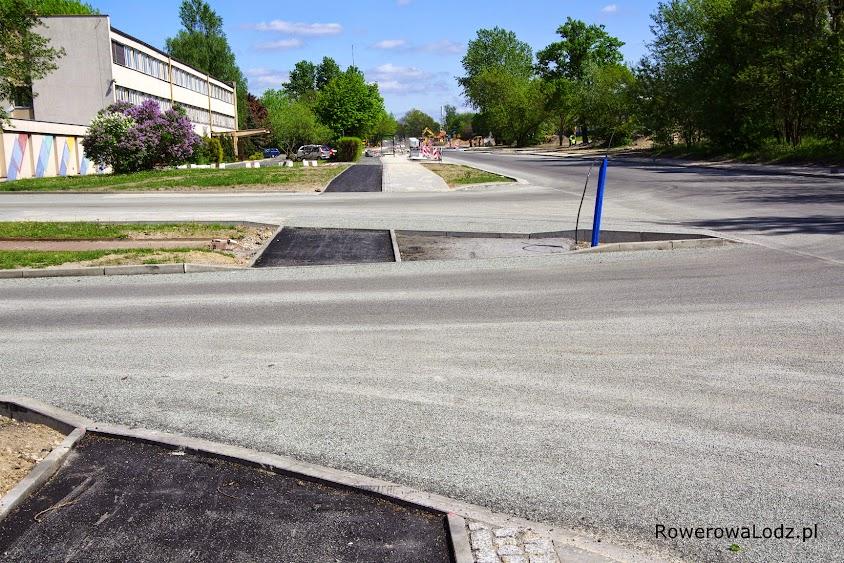 Niestety, nie ma ciągłości nawierzchni drogi dla rowerów. Wazniejsze sa podjazdy