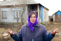 Oprava a zateplování domů, distribuce oblečení, dřeva, uhlí, kamen, agregátorů, apod. Vodyanoe, Ukrajina. Foto: Roman Lunin, Člověk v tísni