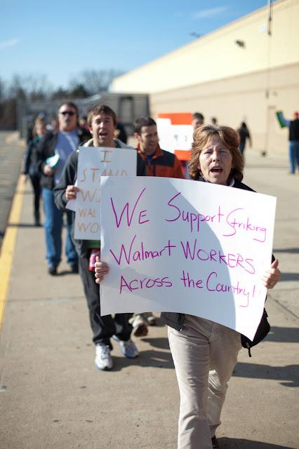 NL- WM action Black Friday (hi res fotos gracias Steve Mcfarland, cpd) - 1123Walmart_2764.jpg