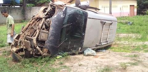 Colisão frontal entre carro e van causa morte de uma mulher grávida em Santa Luzia