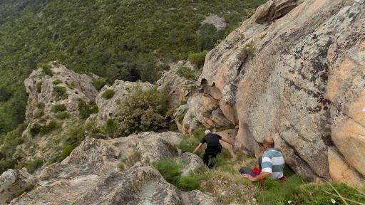 La vire sympathique de la descente par la face SSE de Punta di u Castellacciu