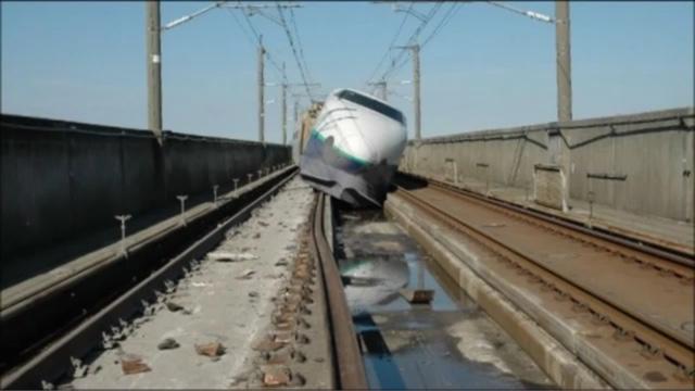 kereta listrik keluar dari jalur rel kereta
