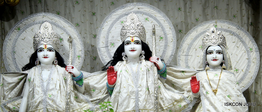 ISKCON Juhu Mangal Deity Darshan on 8th Sep 2016 (13)