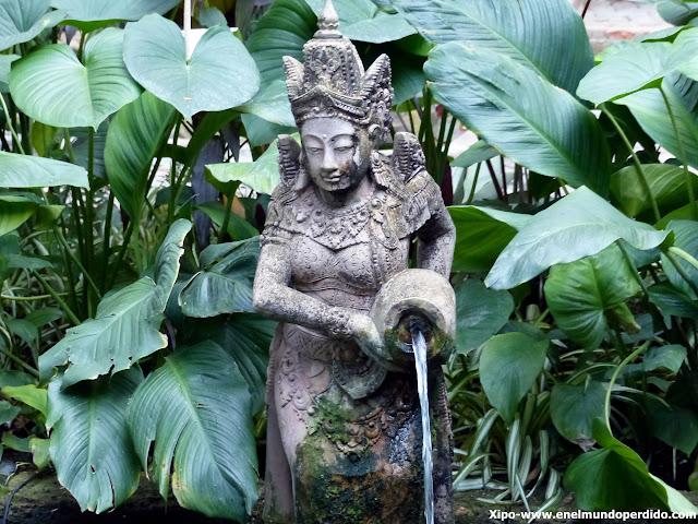 estatua-jardin-casa-jim-thompson-bangkok.JPG