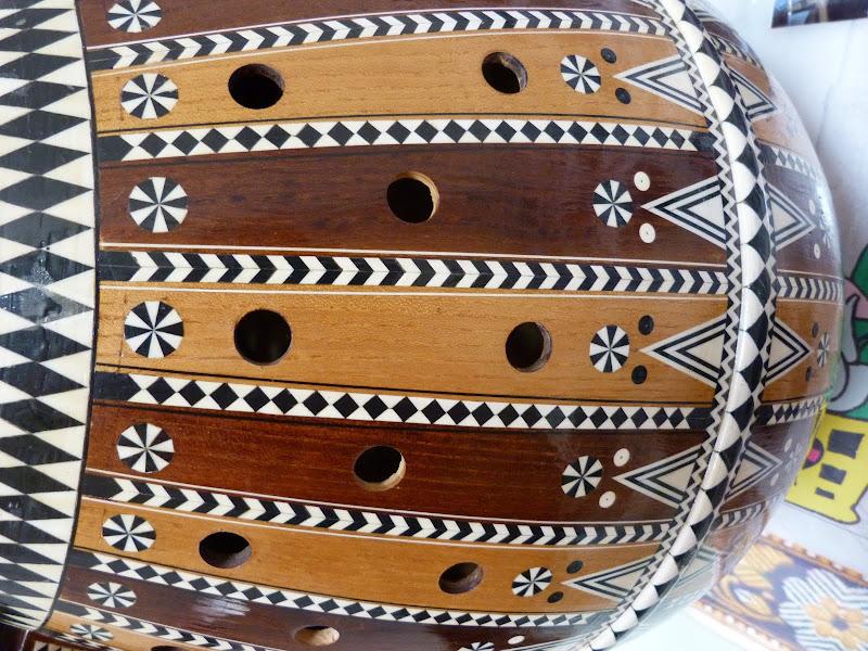 XINJIANG. Kasghar. Fabrique dinstruments de musique - P1280685.JPG