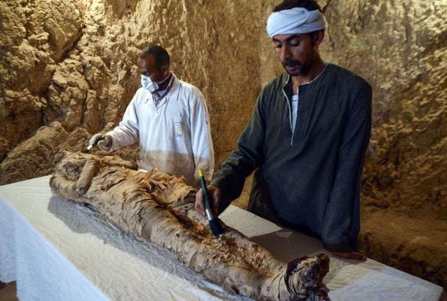 kota Luxor Mesir modern penuh dengan harta arkeologi Mumi berusia 3500 tahun Ditemukan di Makam Mesir yang Terlupakan