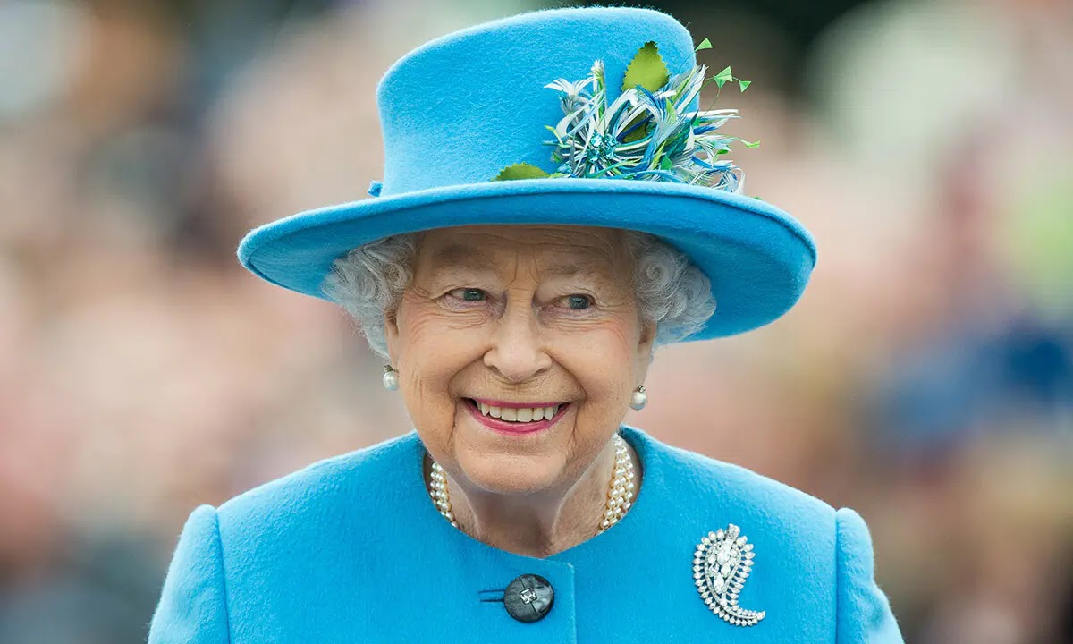 The Queen's Real Reason For Inviting Friend to Coronation Street set Revealed