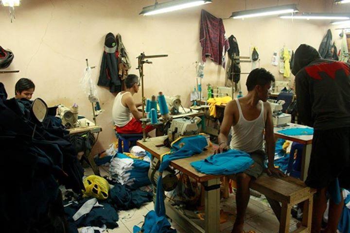 Rumah Produksi Clothing , Rumah Produksi Konveksi , RUmah Produksi Pembuatan Kaos , Kemeja , Jaket , Jersey , Baju Bola , Garment di Bandung