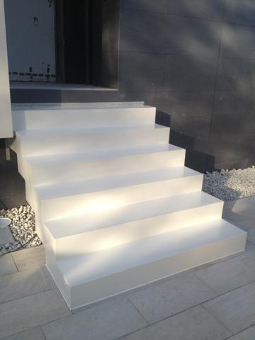 Komcret microcemento escalera exterior blanco roto - Microcemento para exterior ...