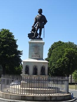2017.06.18-049 statue du roi René