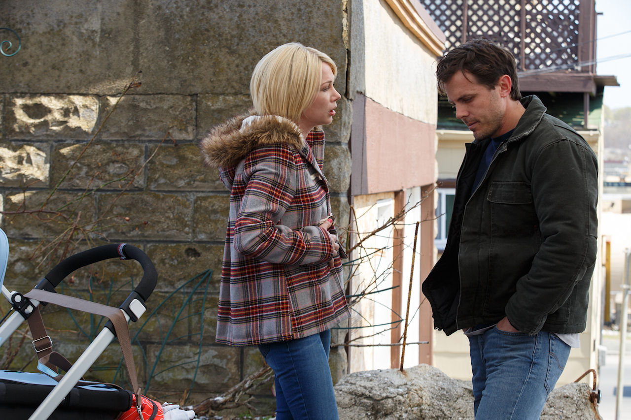 Michelle Williams and Casey Affleck in MANCHESTER BY THE SEA. (Photo by Claire Folger / courtesy of Amazon Studios and Roadside Attractions)