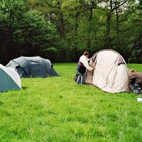 moeders zetten tenten op.jpg