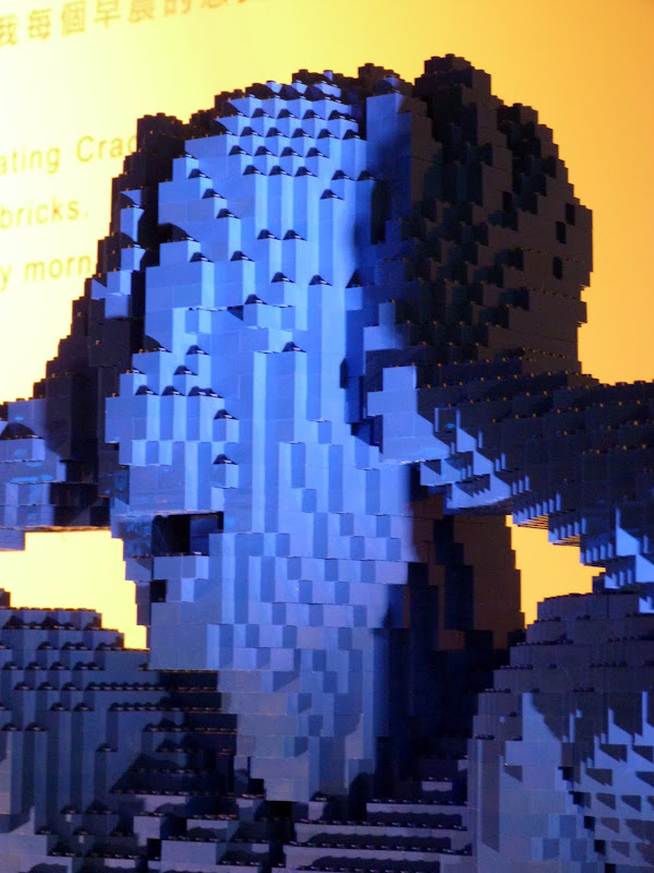 Taipei. Songshan Cultural and Creative Park. Nathan Sawaya. LEGO - P1220977.JPG