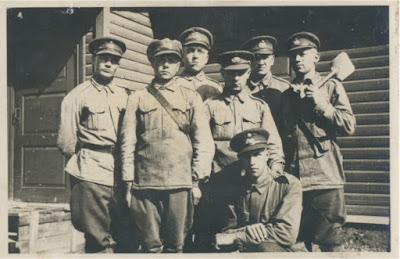 Крайний слева И. Г, Фаронов (Переволок)с. Сыренец, 1938 г. (фото из его архива)