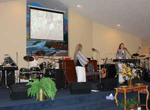 The Templet Family ministering in song.