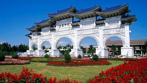 Ceremonial Gateway, National Chiang Kai-shek Memorial, Taipei, Taiwan.jpg