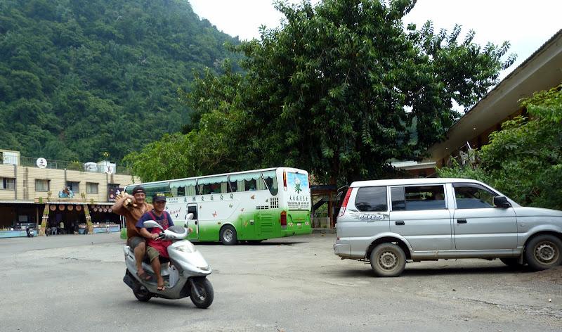 Shanmei, en scooter. J 16 - P1190094.JPG