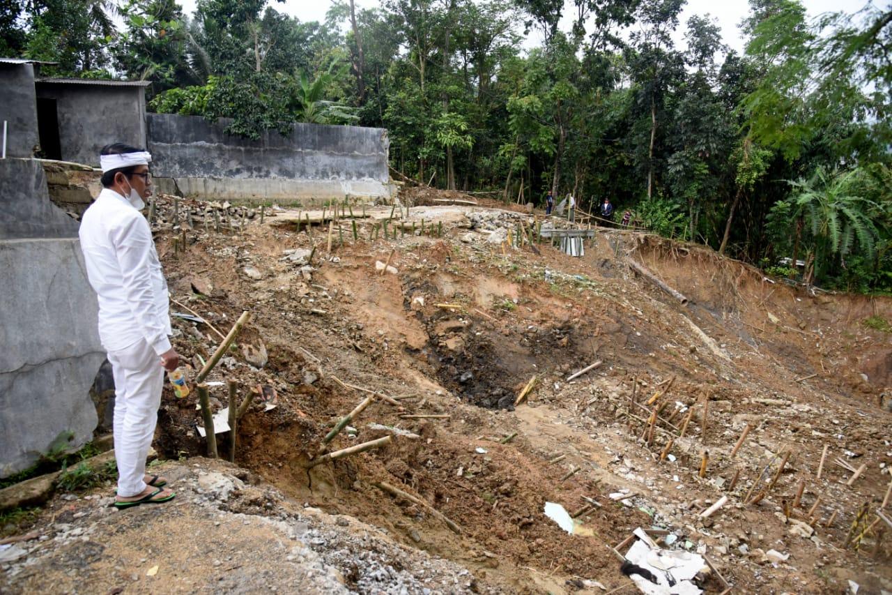 Dedi Mulyadi Tinjau Lokasi Longsor Desa Pondok Bungur