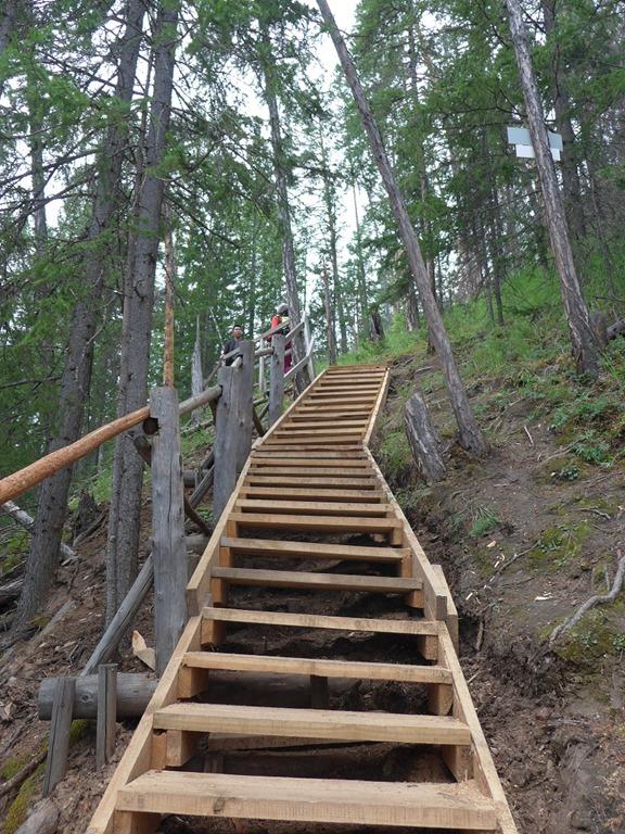 [escaliers+qui+permettent+d%27acc%C3%A9der+au+sommet+des+colonnes+de+la+L%C3%A9na%5B4%5D]