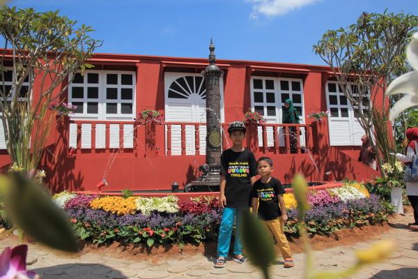 replika bangunan merah belanda stadhyus dan air pancut queen victoria