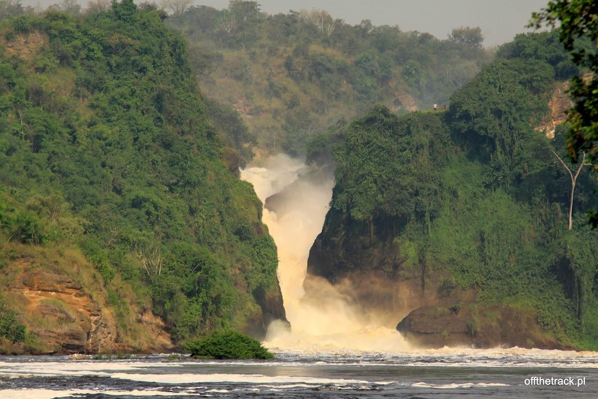 Wodospad Murchisona ze statku w całej okazałości, park narodowy Murchison Falls, Uganda