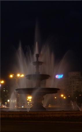 Gran fuente ''no iluminada'' de Bucarest
