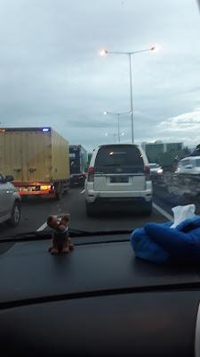 Mobil Jenis Truk Ditilang di Tol Cikampek