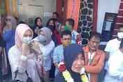 Tiba Sambil Menangis,  Nurlatifah Sujud Syukur di Masjid Attaqwa Cilamaya