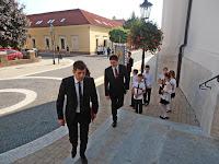 08-Marianum-Érkezik a helyettes államtitkár.JPG