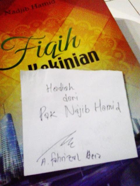 Hadiah Buku dari Pak Najib Hamid