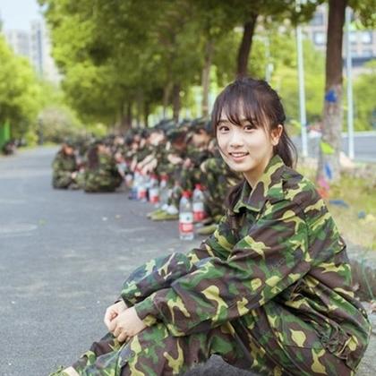 Em đi học quân sự