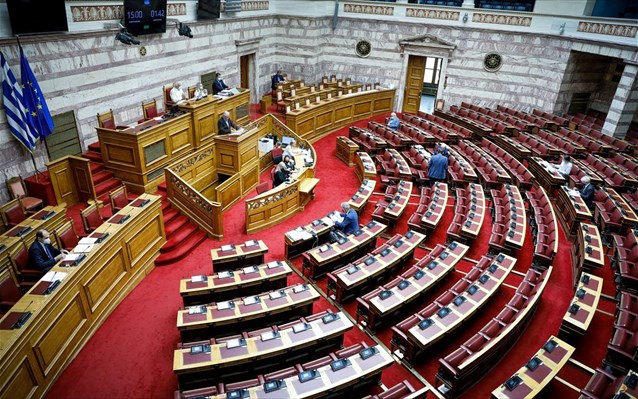 Ψηφίστηκε κατά πλειοψηφία το ν/σχ για το «Ηρακλής 2» - Έντονη αντιπαράθεση για κόκκινα δάνεια και ΜμΕ