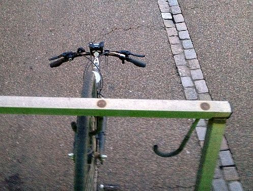 Flixbus-Fernbus: Fahrrad hängt hinten am Bus